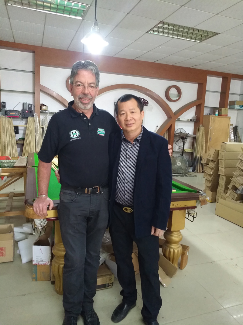 LP distributor in France visit our factory